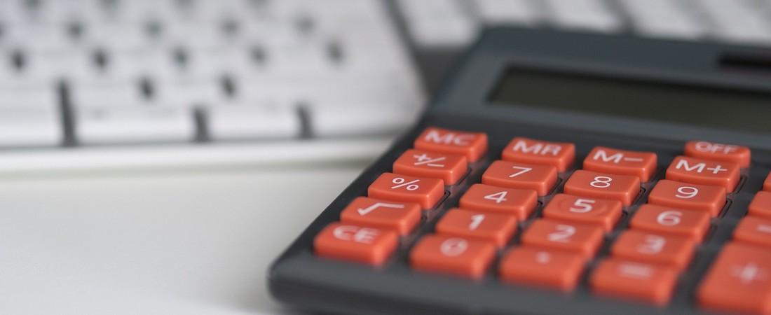 kalkulator wraz z klawiaturą